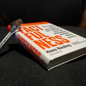 Hans Rosling, Ola Rosling, Anna Rosling Rönnlund - Factfulness. Dlaczego świat jest lepszy, niż ...